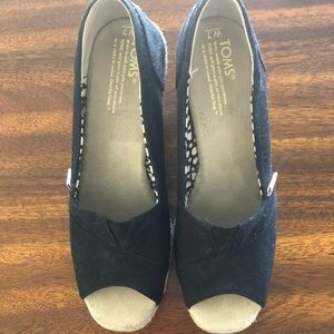 TOMS Black wedged, like new!